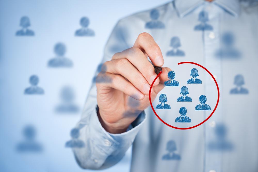 Prüfe deine Idee, ob es hier bereits Wettbewerb gibt und schaue, wie groß die Zielgruppe ist - Bild: Jirsak / Shutterstock.com